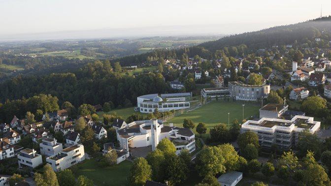 Luftaufnahme der Universitaet St.Gallen (HSG) und des Weiterbildungszentrums Holzweid (WBZ)